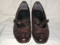 Ladies Brown Leather Court Shoes, Size 7. Previously Worn but plenty of wear left in them.