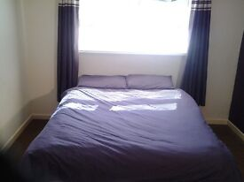 Double Room with Allocated Parking in Shared Student flat - Great location nr Plym Hoe/City Centre