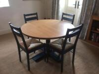 Heal's Pinner Round Dining Table With 4 Chairs