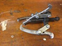 Flywheel, Cog or Gear Puller or Extractor