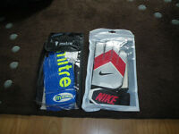 2 x Unused goalkeeper Gloves