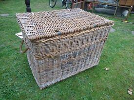 Large vintage wicker basket/trunk