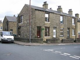 BRIGHOUSE - 2 BED END HOUSE WITH PARKING. CONVENIENT TO M62 LINKS & TOWN CENTRE