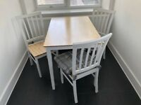 Dining Table & Chairs in Perfect Condition