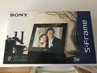 Sony dpf-v900 9 inch digital photo frame and remote control