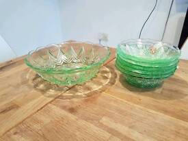 Green dessert dish and 6 dishes