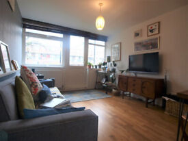 Large 1 bed minutes to Old Street Station done to a good standard.