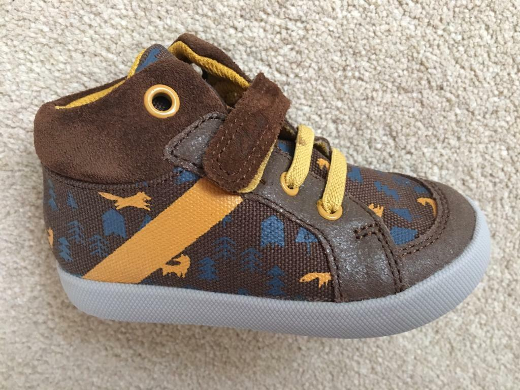 Clarks 5.5 G new shoes trainers