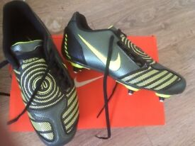Junior Football Boots Nike Total90 Shoot II FG UK Size 3 - Black and Green