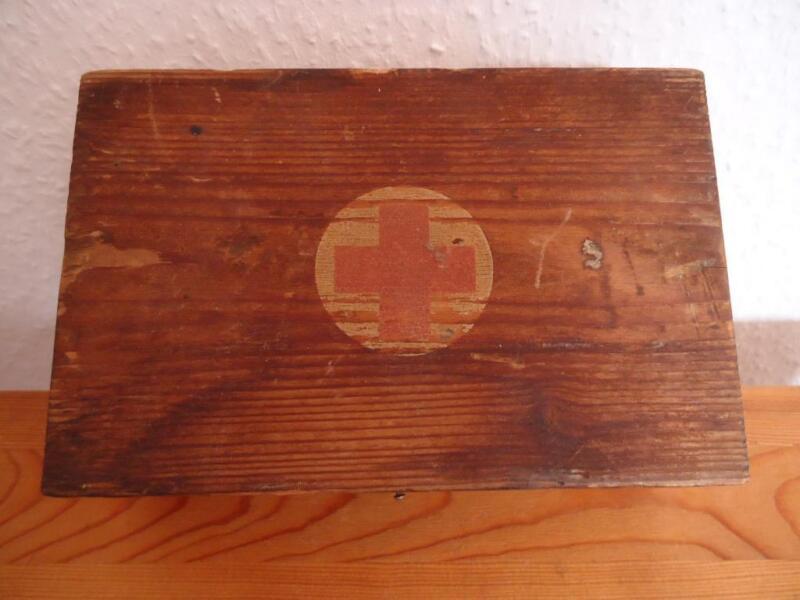 trabant wartburg oldtimer ddr verbandskasten erste. Black Bedroom Furniture Sets. Home Design Ideas
