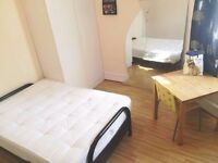 Spacious Three Bedroom Flat In Talgarth Mansion To Rent - Barons Court - Only £650pw!!
