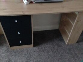 Desk £30 or £20 of gone today