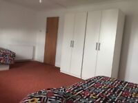 *Couple/2 friends welcome* Leyton: Exta large double/twin room at Grange Park Rd, E10, East London