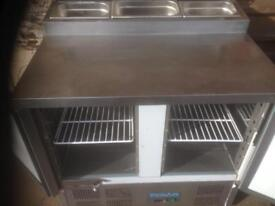 Pizza prep / salad fridge 2 door works great can be seen working delivery can also be arranged
