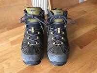 Boys HI-Tec walking boots size 5 (38)