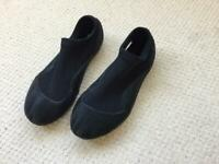 children's neoprene wetsuit shoes size 32/33