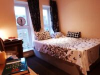 Spacious double room in zone 2 -4 MIN TO DLR STATION (LANGDON PARK)
