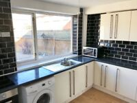 3 BED HMO-ROOM RENT-DOUBLE ROOMS HAVE OWN BATHROOM/WC-ALL BILLS INCLUDED. IN BIRSTALL(LE4). PROFONLY