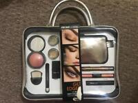 Front Cover Make Up In Metallic Make Up Case Gift Set