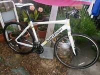 A Boardman comp 2015 disc brake hybrid road bike not specialized Giant cannondale