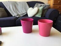 Set of 2 medium plant pots pink and purple