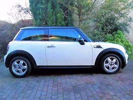 2009 Pepper White Mini One. FSH.MOT until July 2017.Pepper Pack + other Factory Fitted Options