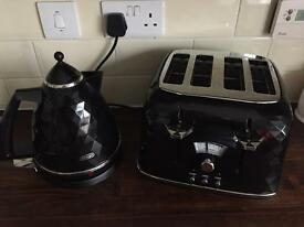 DēLonghi Brillante Black Kettle & 4 Slice Toaster