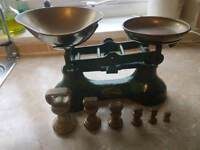 Traditional Vintage Style Kitchen Scales with Six Brass Weights