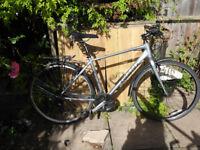Giant Escape hybrid bike - size medium