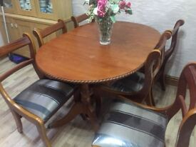 Extendable Dining table and 6 chairs, mahogany wood, great condition