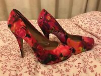 Floral platform heels size 7