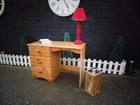 PINE DESK/DRESSING TABLE WITH 3 LARGE DRAWERS IN EXCELLENT CONDITION 98/44/70 cm £50