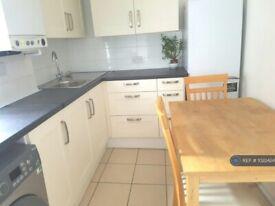 4 bedroom flat in Wightman Road, Turnpike Lane, N8 (4 bed) (#1022424)