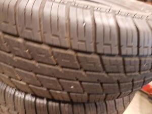 4 pneus d'été 175/70/13 Nexen SB-702. 35% d'usure, mesure 7-8/32.