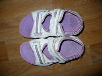 3x Clarks Purple Girls Light Up Sandals, used but in very good condition. Size: 8.5, 11 and 11.5