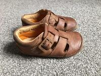 Clarks brown sandals / shoes size 4,5 F