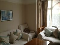 DOUBLE ROOM IN HOUSE SHARE FOR YOUNG PROFESSIONAL FEMALES IN BEARWOOD