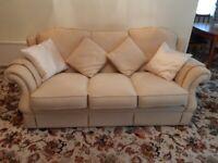 3 seata sofa a 2 arm chairs