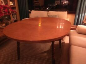 Solid oak kitchen dining extending table with 4 chairs and 2 carver chairs