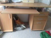 Desk v solid and sturdy