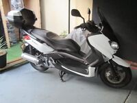 Yamaha yp 125 xmax in good condition, new replaced parts + Yamaha extras, read full ad please.