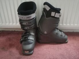Salomon kids ski boots size 2