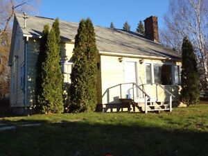 890 Regent St - 4 Bed, 2 Bath, Close to Campus, May 1