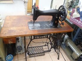 45K SINGER INDUSTRIAL SEWING MACHINE with table ( For Leather, HORSE RUGS,