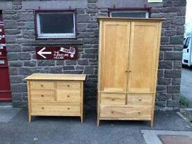 Solid oak Willis and Gambier wardrobe * free furniture delivery *