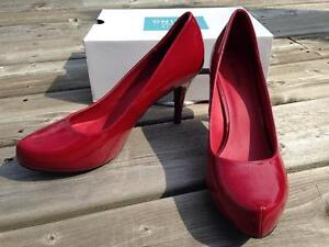 Red high-heeled women's shoes - Size 11