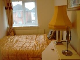 Double bedroom to share in a 5 bedroom home fronting a lovely Park