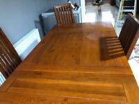 Extendable solid oak table