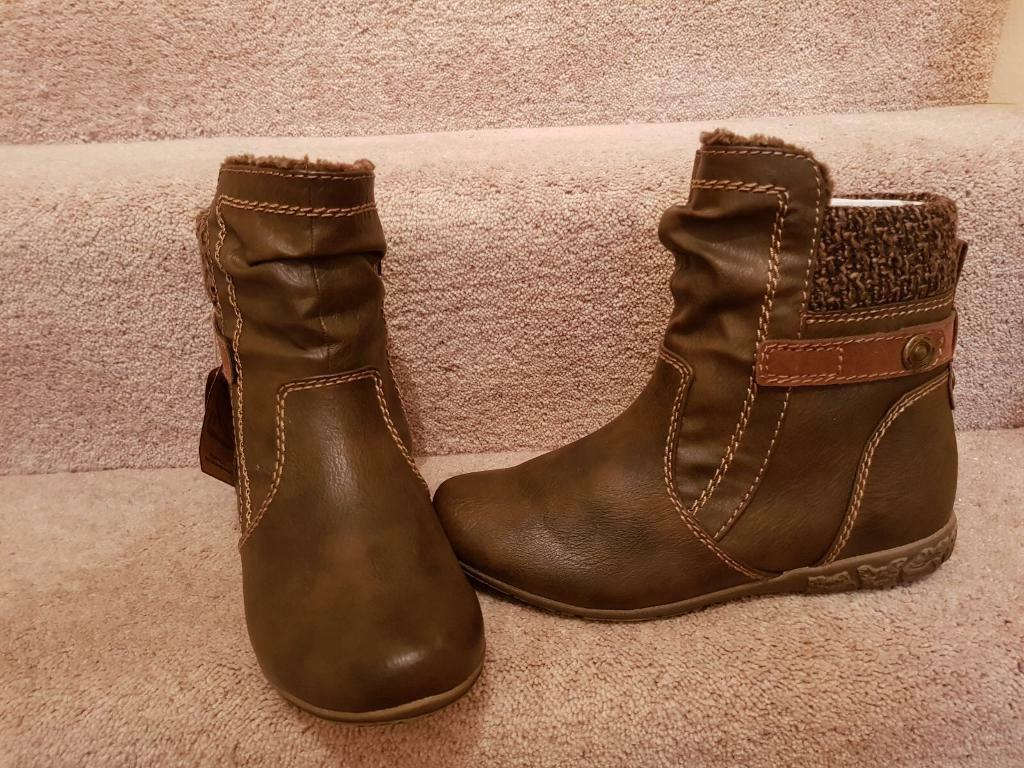 New ladies size 4 boots