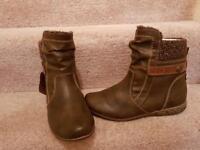 New ladies size 4 boots